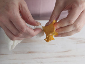 preparing girolles (2)